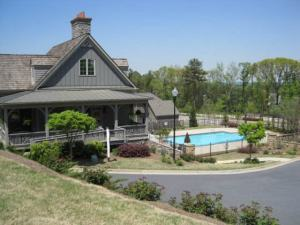 clubhouse at the glens at mountain brook in woodstock